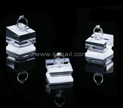 Clear ring display stand